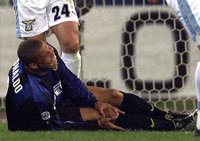 Последним «звездным» клубом для Роналдо стал итальянский «Милан», в котором футболист провел два сезона. В 2007 году 30-летний бразилец разорвал связки левого колена во время одного из матчей национального турнира. Фанаты и врачи были уверены, что карьера профессионального игрока для него была закончена