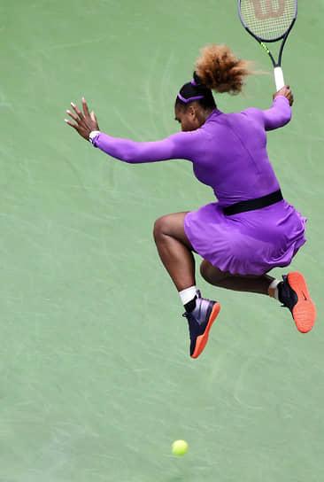 В 2021 году Серена Уильямс дошла до полуфинала турнира WTA-500 Yarra Valley Classic, но отказалась от дальнейшего участия в соревновании. На чемпионате Australian Open она проиграла Наоми Осаке в полуфинале. С турнира US Open американка снялась
