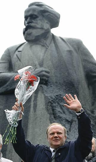 С 1967 года депутат Госдумы и лидер КПРФ Геннадий Зюганов работал в органах ВЛКСМ, в том числе первым секретарем Орловского обкома ВЛКСМ