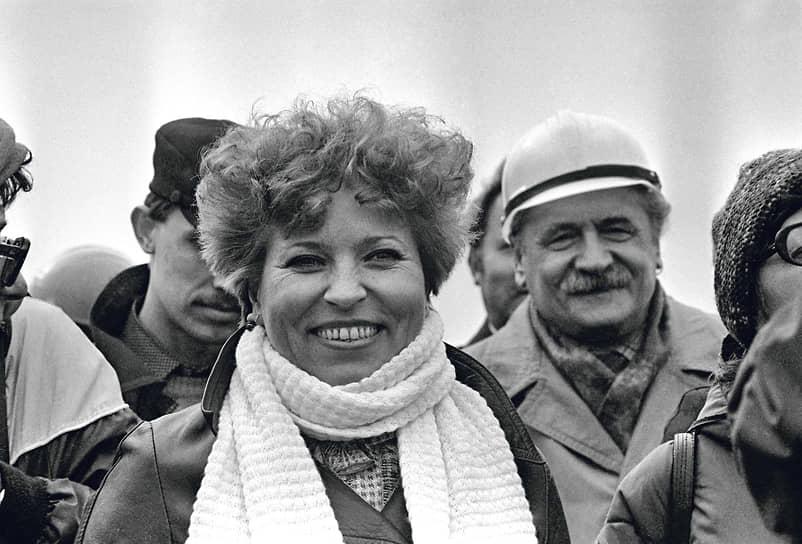 В 1972–1977 годах спикер Совета федерации Валентина Матвиенко была заведующей отделом, секретарем и первым секретарем Петроградского райкома ВЛКСМ. В 1977-1984 годах — вторым, а затем первым секретарем Ленинградского областного комитета организации. В 1984 году перешла на работу в Красногвардейский райком КПСС