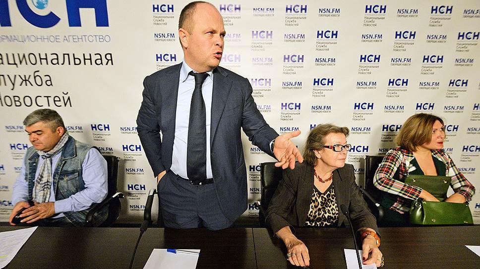Председатель комиссии по безопасности Общественной Палаты России Антон Цветков (в центре)