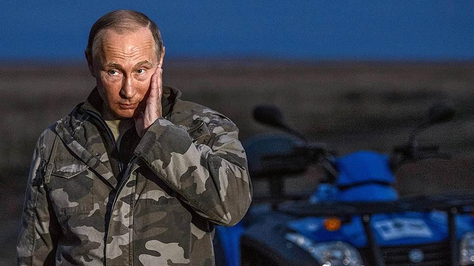 Вернувшись на кордон «Сармат» после близкого знакомства с табуном, Владимир Путин казался не в меру задумчивым