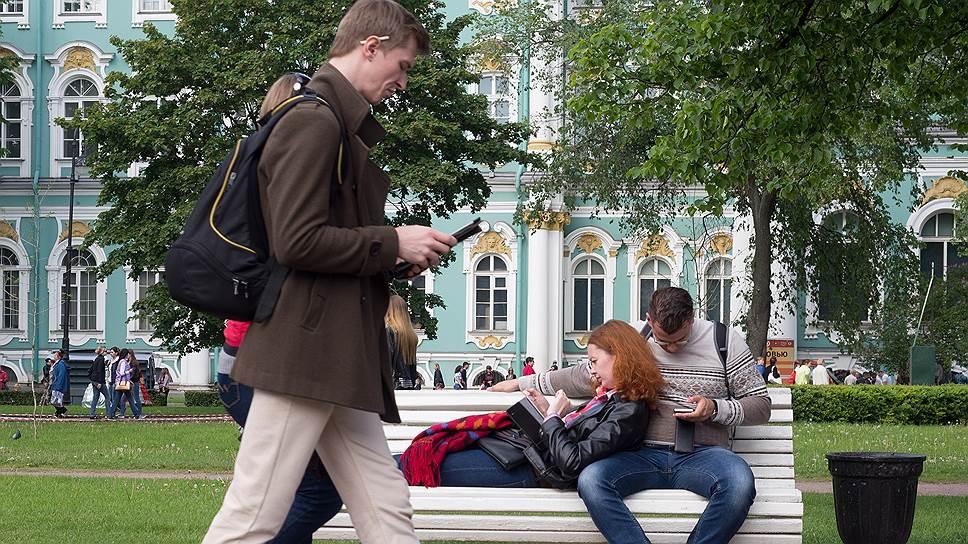 Почти половина российских пользователей делает покупки со смартфона