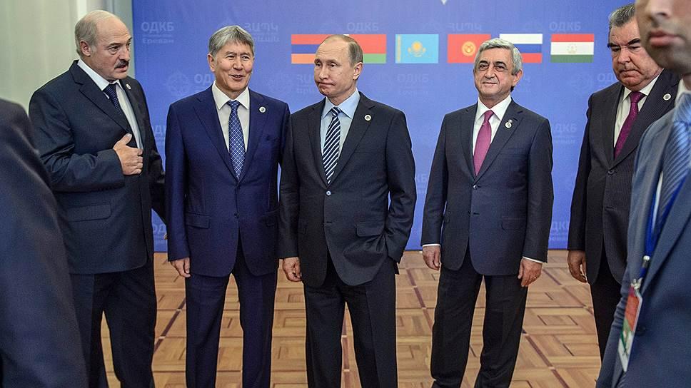 Лидеры государств ОДКБ фотографировались дружнее, чем разговаривали