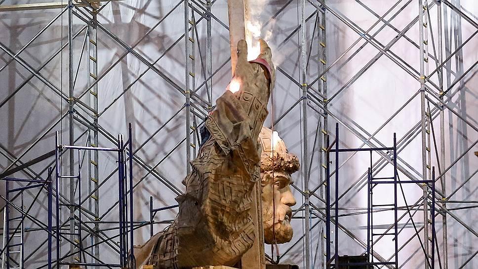 Как в Москве устанавливали памятник князю Владимиру