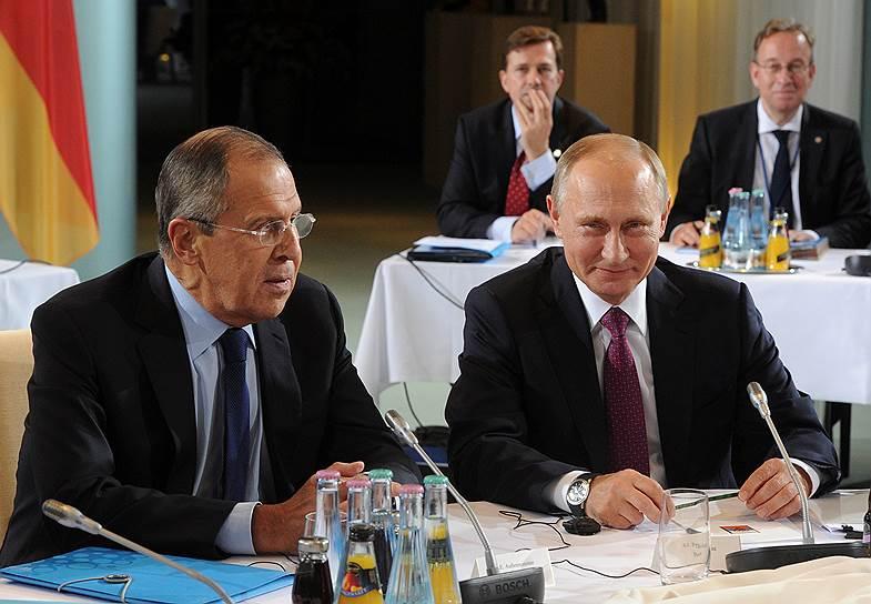Министр иностранных дел России Сергей Лавров и президент России Владимир Путин