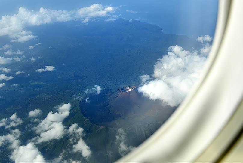 Вулкан Тятя (Чача-Напури, Тятя-яма) на острове Кунашир