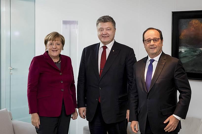 Слева направо: канцлер ФРГ Ангела Меркель, президент Украины Петр Порошенко и президент Франции Франсуа Олланд