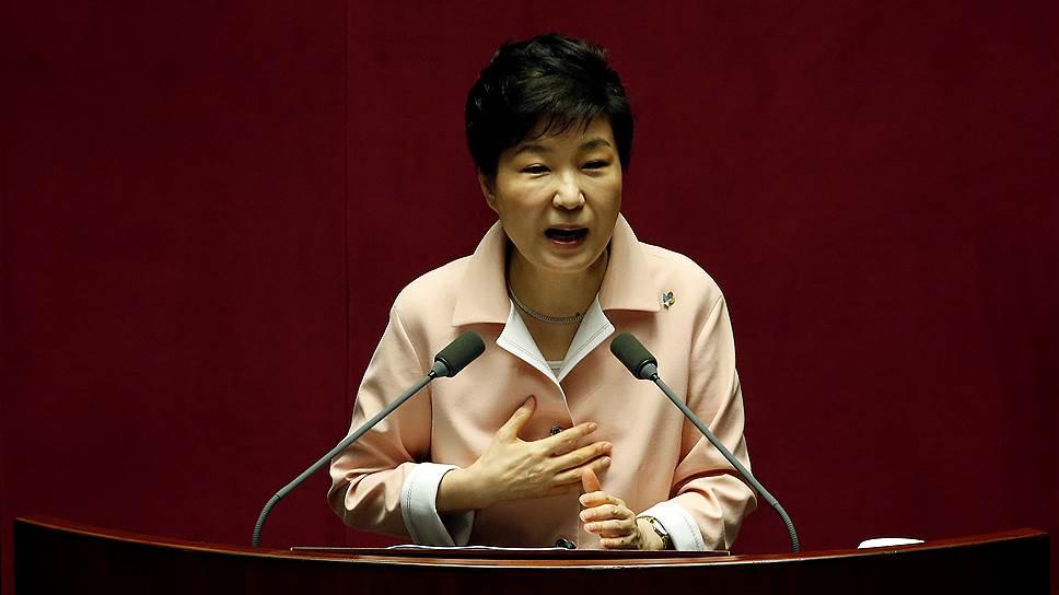 Почему приближенных президента Южной Кореи заподозрили в коррупции
