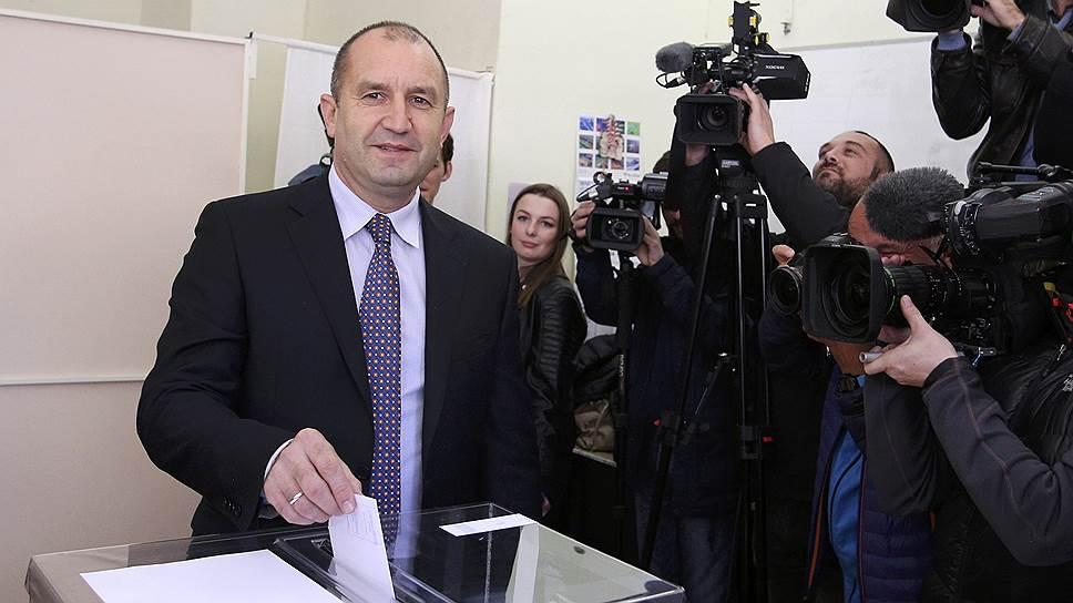Румен Радев обошел Цецку Цачеву во втором туре выборов