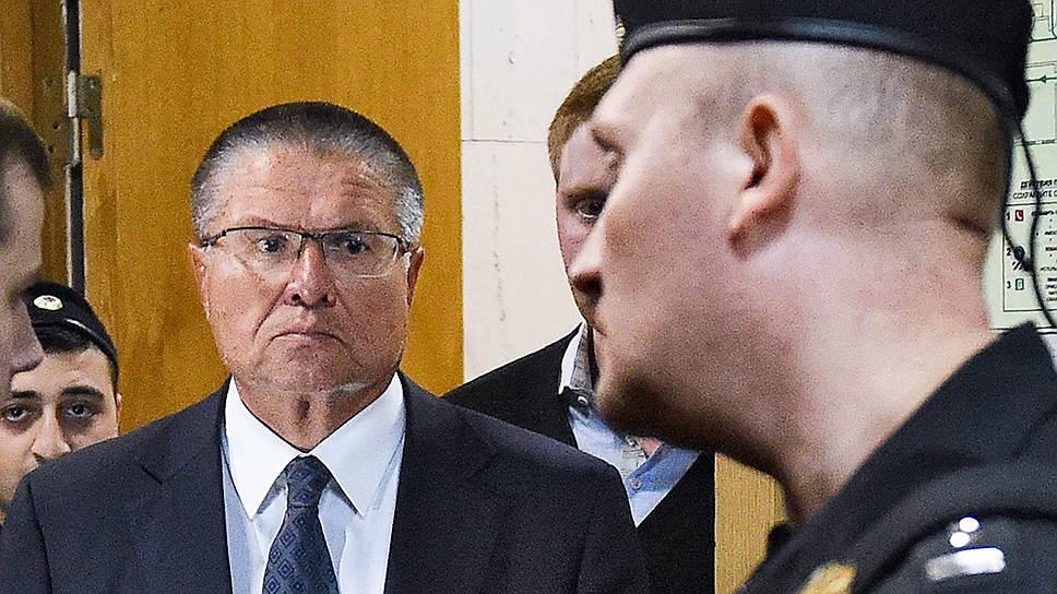 В Басманном суде согласились с СКР и назначили Алексею Улюкаеву меру пресечения в виде домашнего ареста