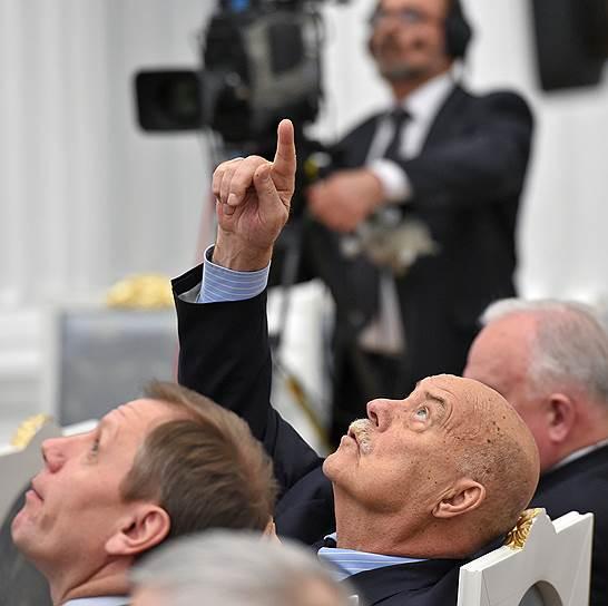 Председатель комитета Государственной думы России по культуре, кинорежиссер Станислав Говорухин (в центре)