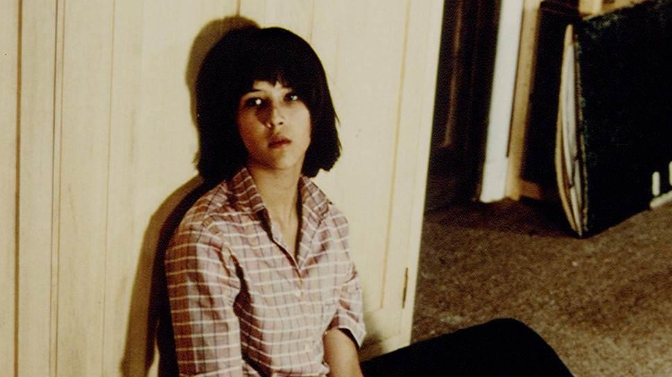 Софи Даниэль Сильвия Мопю родилась в пригороде Парижа в семье рабочих — ее отец был шофером, а мать — продавщицей в магазине. В кино она попала в 14 лет случайно — на пробы в фильм «Бум» (кадр на фото) ее позвали подруги. Боясь, что родители не примут ее авантюру, Софи решила взять себе псевдоним Марсо, по названию улицы, где проходил кастинг