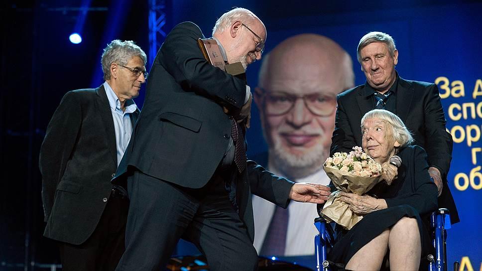 Кто был награжден премией Гайдара в прошлом году