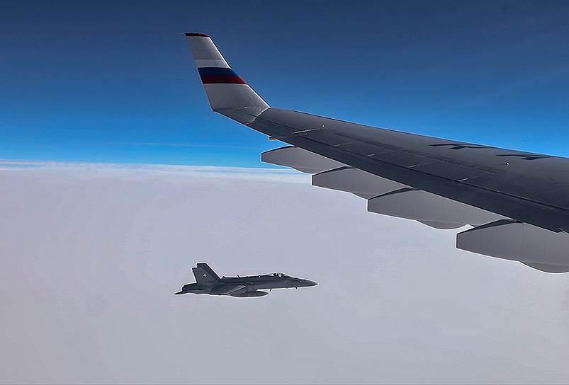 Военные самолеты Швейцарии приблизились к борту с летевшей в Перу делегацией России