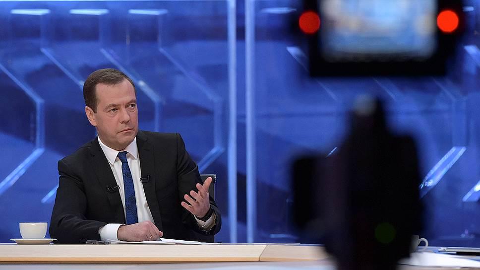 Как Дмитрий Медведев пообещал социальные выплаты при низкой инфляции