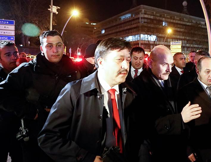 Глава турецкого МВД Сюлейман Сойлу вскоре прибыл на место происшествия