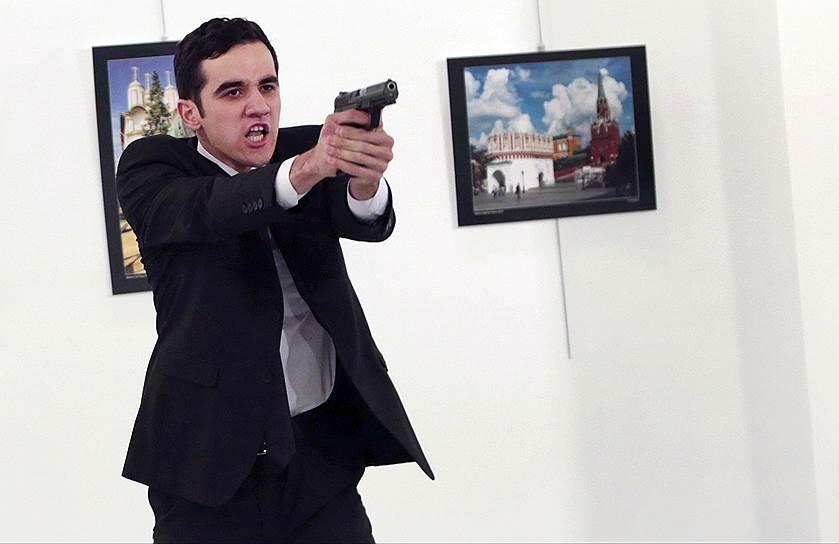 Сотрудник полиции Мевлют Мерт Алтынташ, застреливший посла России Андрея Карлова во время выставки в Анкаре