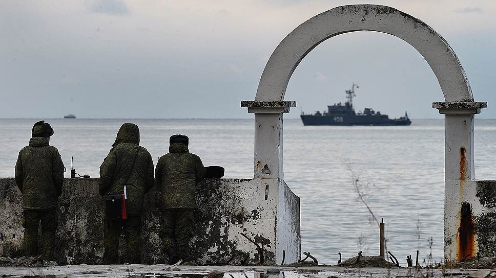 Поисковая операция на побережье Сочи результатов практически не принесла. Обломки самолета и тела находившихся в нем людей оказались на большой глубине