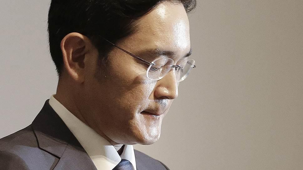 В чем обвиняют вице-президента Samsung