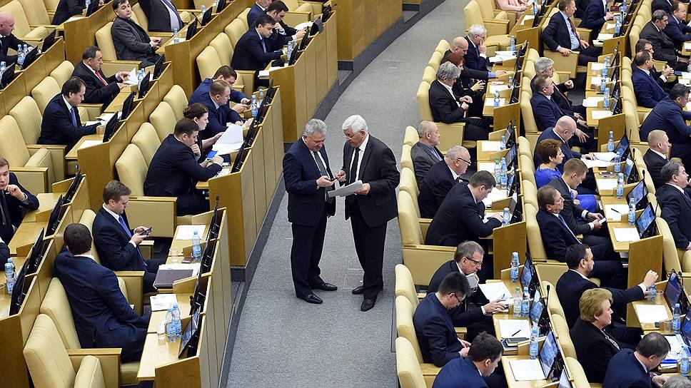 В зале совета Госдумы нашлись дополнительные стулья для сотрудников администрации президента