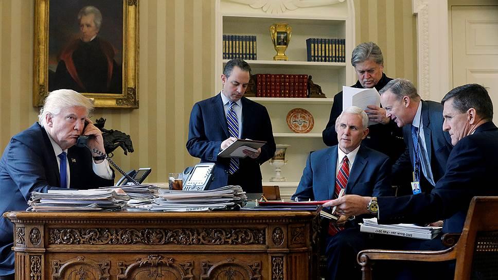Для разговора с Владимиром Путиным Дональд Трамп собрал в Овальном кабинете ключевых членов своей команды