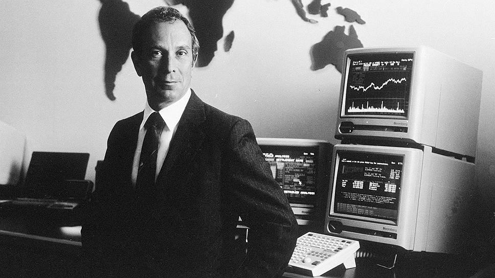 Майкл Рубенс Блумберг родился 14 февраля 1942 года в Бостоне. Во время учебы в Университете Джонса Хопкинса он подрабатывал служащим на автостоянке, чтобы оплатить свой курс. В 1964 году Блумберг получил степень бакалавра в области электроинженерии, а через два года — степень магистра делового администрирования в школе бизнеса Гарвардского университета
