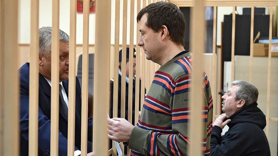 Бывший председатель совета директоров банка «Траст» Олег Дикусар (справа) и бывший финансовый директор  банка «Траст» Евгений Ромаков