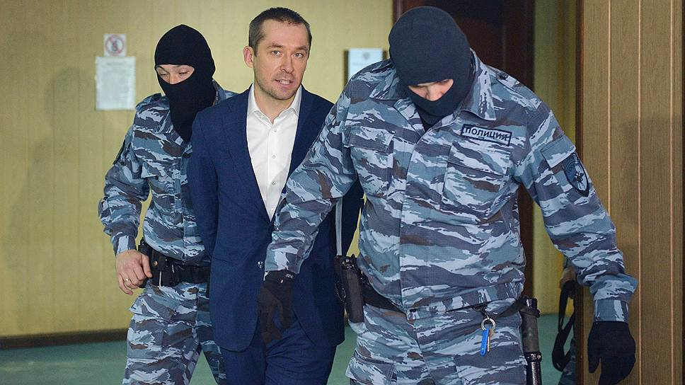 Как полковнику Захарченко добавили взяток