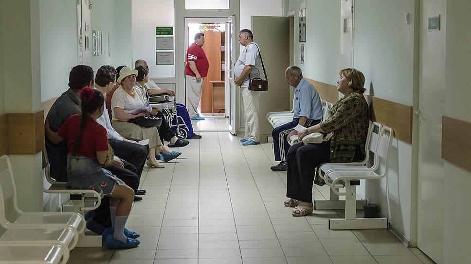 Минздрав пообещал обеспечить препаратами пациентов Федерального центра СПИД