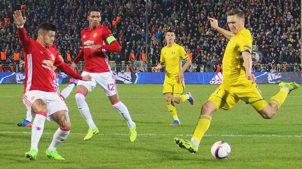 Гол Александра Бухарова (справа) принес «Ростову» почетную ничью с английским грандом