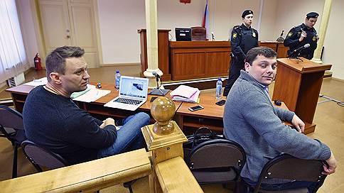 Утверждение «Кировлеса» откладывается  / Дело Алексея Навального возвращено в суд первой инстанции