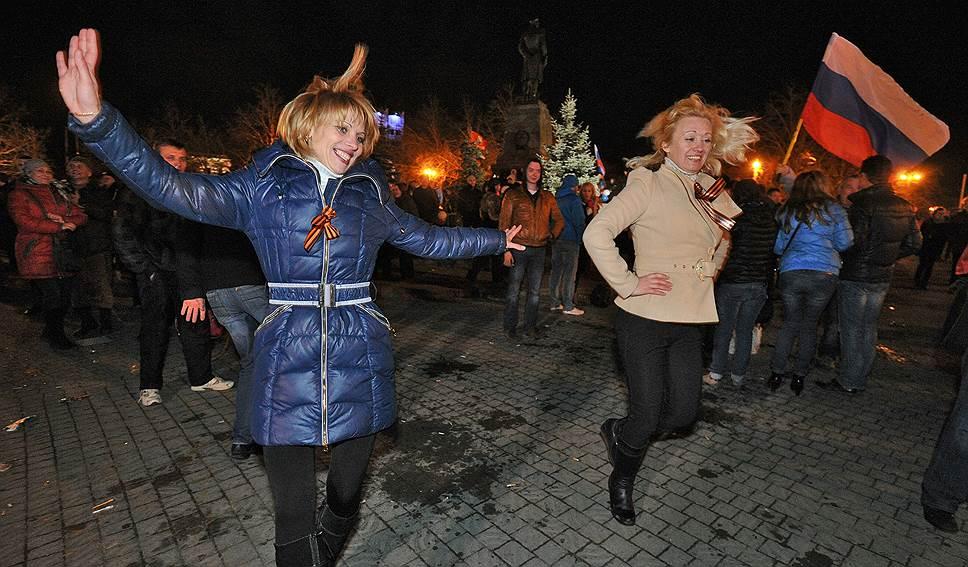 17 марта, опираясь на результаты референдума, Верховный совет Крыма провозгласил независимое суверенное государство, в котором Севастополь имел особый статус. В этот же день Владимир Путин подписал указ о признании независимости Республики Крым