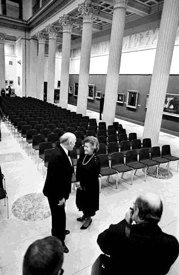 Ирина Антонова старалась сделать музей доступным и популярным для всех жителей СССР и России. Так, вместе с пианистом Святославом Рихтером (на фото) в 1981 году она организовала первый фестиваль «Декабрьские вечера», который проходит ежегодно