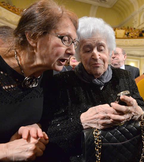 Ирина Антонова была замужем за искусствоведом Евсеем Ротенбергом (скончался в 2011 году). В браке родился сын Борис На фото: президент Государственного музея изобразительных искусств имени А. С. Пушкина (справа)