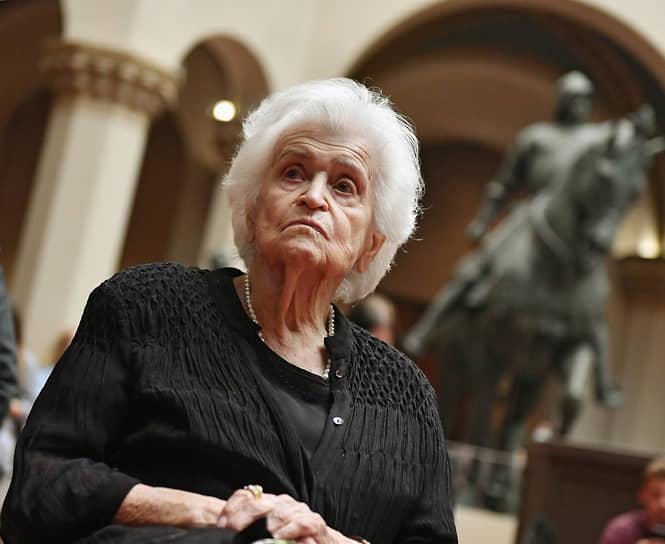1 декабря 2020 года Ирина Антонова скончалась. Ей было 98 лет