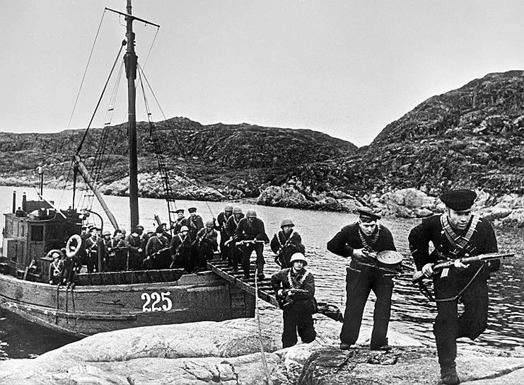 Десантники высаживаются на берег, 1943
