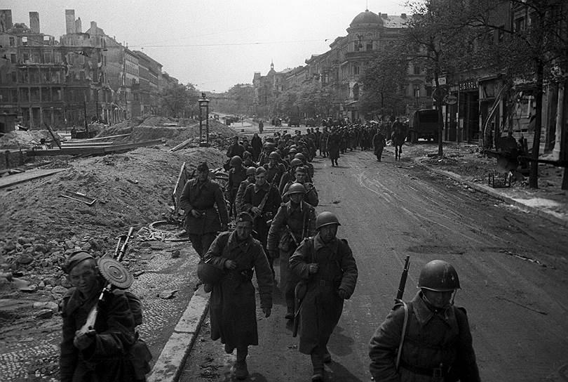 Советские войска на пути к Рейхстагу, 1945