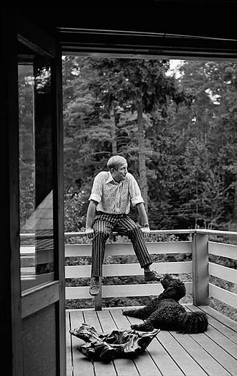 «Я не люблю виды спорта, которые напоминают драки. Просто в детстве я слишком часто видел, как бьют людей»<br> С детства родители прививали сыну любовь к литературе. Позже Евтушенко вспоминал: «Отец часами мог рассказывать мне, еще несмышленому ребенку, и о падении Вавилона, и об испанской инквизиции, и о войне Алой и Белой роз, и о Вильгельме Оранском... Благодаря отцу я уже в шесть лет научился читать и писать, залпом читал без разбора Дюма, Флобера, Боккаччо, Сервантеса и Уэллса. Я жил в иллюзорном мире, не замечал никого и ничего вокруг...»