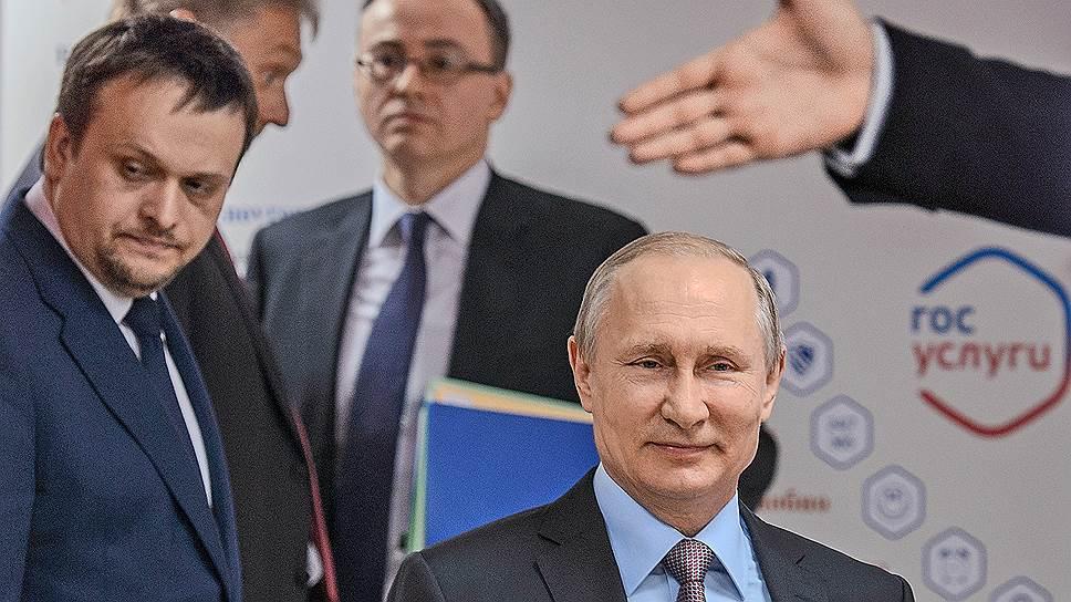 Президент России Владимир Путин и губернатор Новгородской области Андрей Никитин весь день двигались в указанном направлении