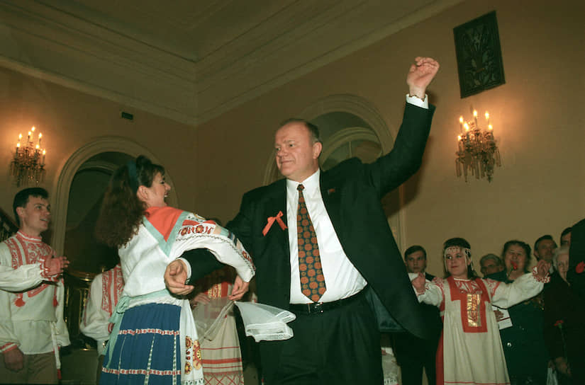 Лидер КПРФ Геннадий Зюганов на торжественном вечере, посвященном 82-й годовщине Октябрьской революции