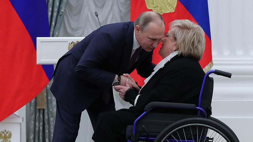 Кого Владимир Путин в апреле наградил звездами Героя труда