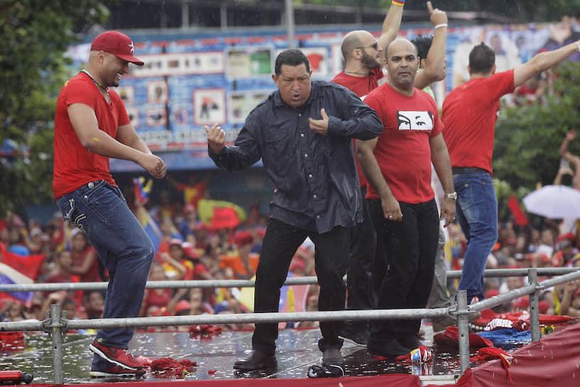 Экс-президент Венесуэлы Уго Чавес на предвыборном митинге
