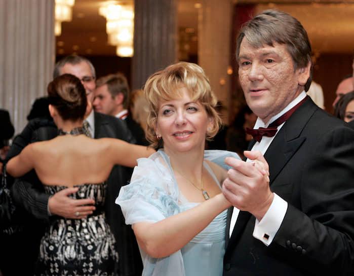 Экс-президент Украины Виктор Ющенко с женой Екатериной на благотворительном балу