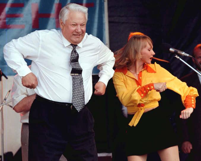 Первый президент Российской Федерации Борис Ельцин во время предвыборной кампании