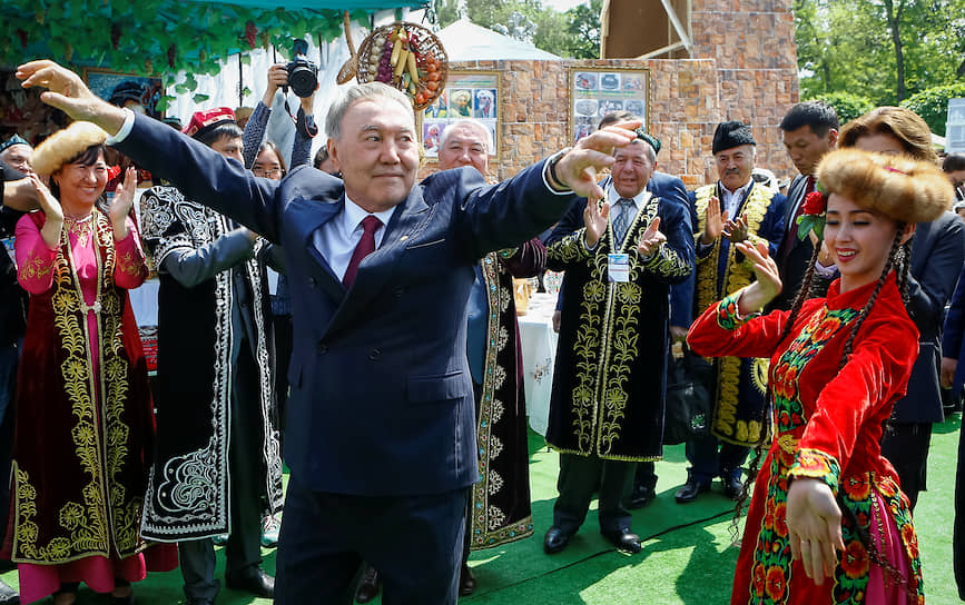 Экс-президент Казахстана Нурсултан Назарбаев на Празднике единства народа Казахстана