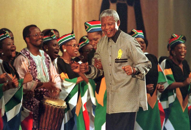 Экс-президент ЮАР Нельсон Мандела на ассамблее Всемирного совета церквей