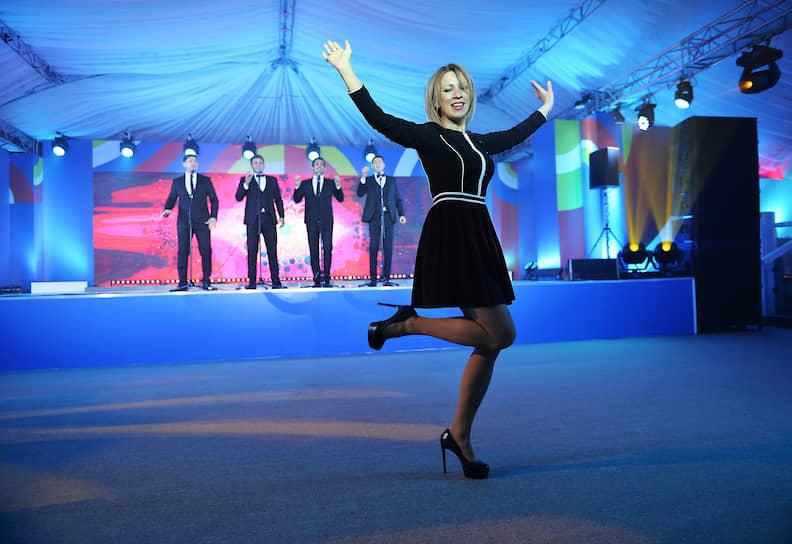 Официальный представитель российского МИДа Мария Захарова во время исполнения танца «Калинка»