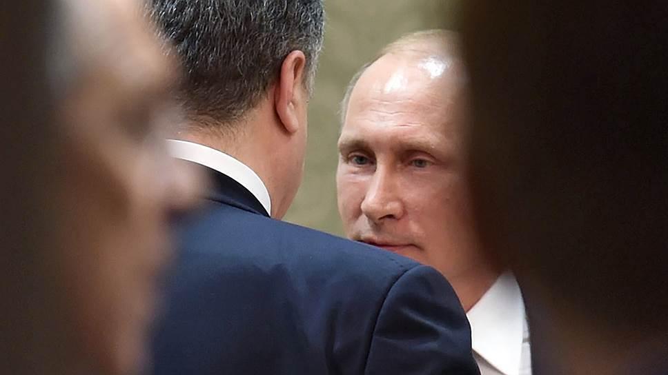 Президент Украины Петр Порошенко (слева) и президент России Владимир Путин