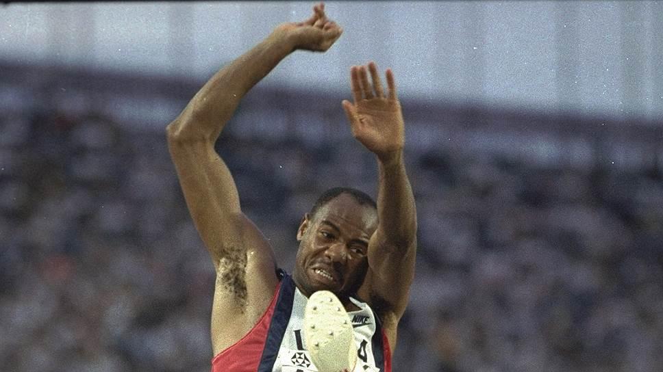 Из-за реформ, вынесенных на рассмотрение IAAF, великий прыжок Майка Пауэлла на чемпионате мира 1991 года может потерять статус рекордного